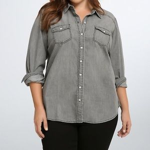 TORRID SZ 2 Grey Wash Denim Button Up